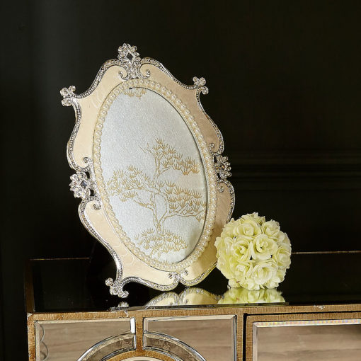 Cream Elegant Pearl Oval Photo Frame 5in X 7in